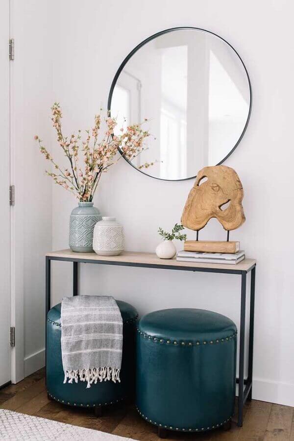 aparador minimalista decorado com puffs e espelho redondo Foto Reclining Sofas & Ottoman