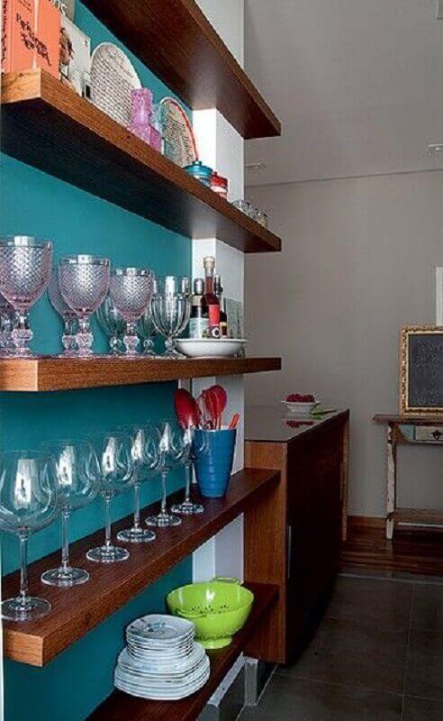 barzinho decorado com prateleira de madeira Foto Pinterest