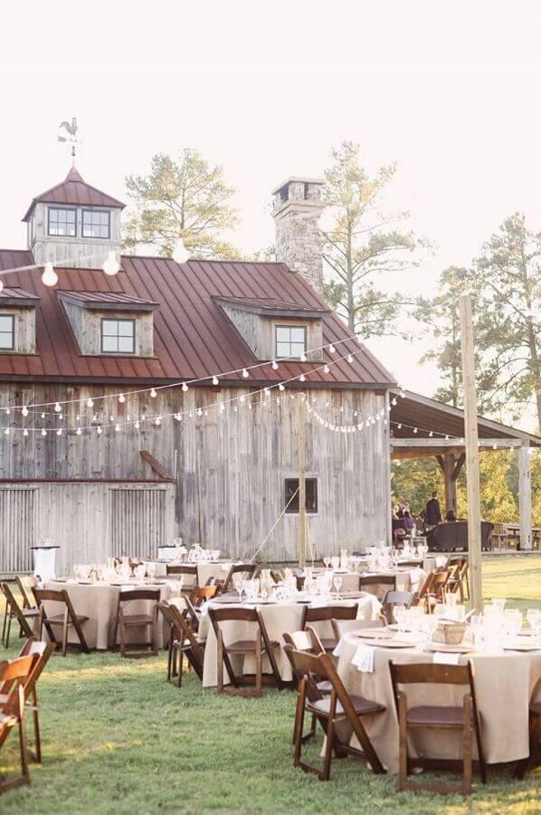 bodas de casamento ao ar livre com decoração rústica Foto ELLE Decoration