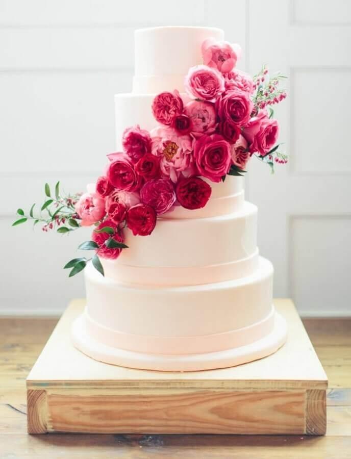bolo decorado com rosas para aniversário de casamento bodas Foto Weddbook