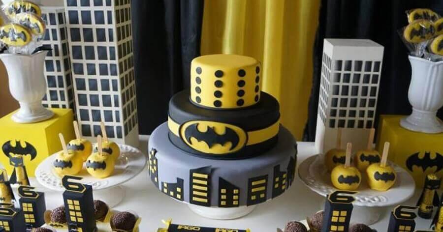 bolo decorado para festa de aniversário do Batman Foto Dale Detalhes