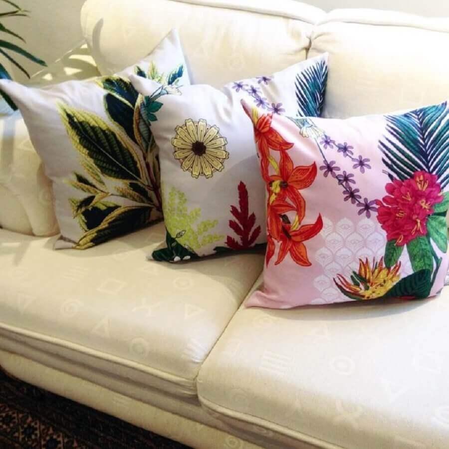 capas de almofadas coloridas com estampa de flores Foto Juliana Curi Desing