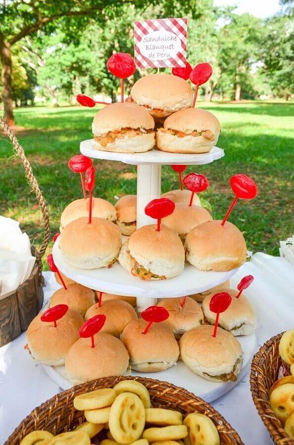 comidas para festa na piscina Foto MÃEnual de Instruções