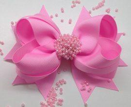 como fazer laço de fita - laço de fita rosa com miçangas