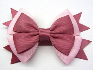 como fazer laço de fita - laço de pano com fita vermelho e rosa