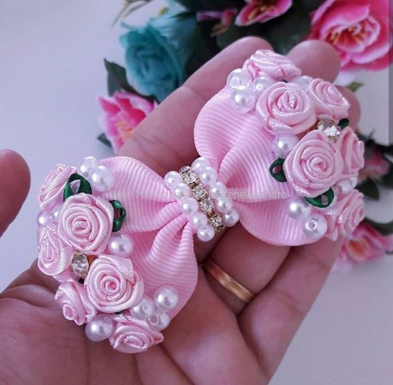como fazer laço de fita - laço delicado com flores