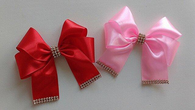 como fazer laço de fita - laços de fita rosa e vermelho com miçangas