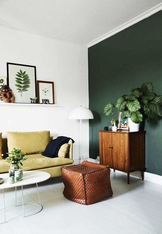 Cores para sala moderna verde e detalhes neutros