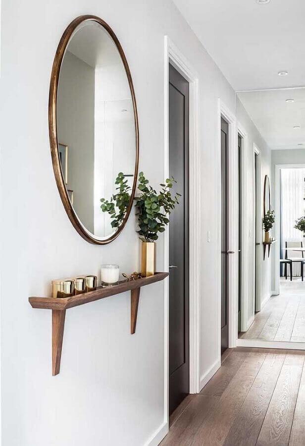 corredor decorado com espelho redondo grande Foto Benjamin Blan