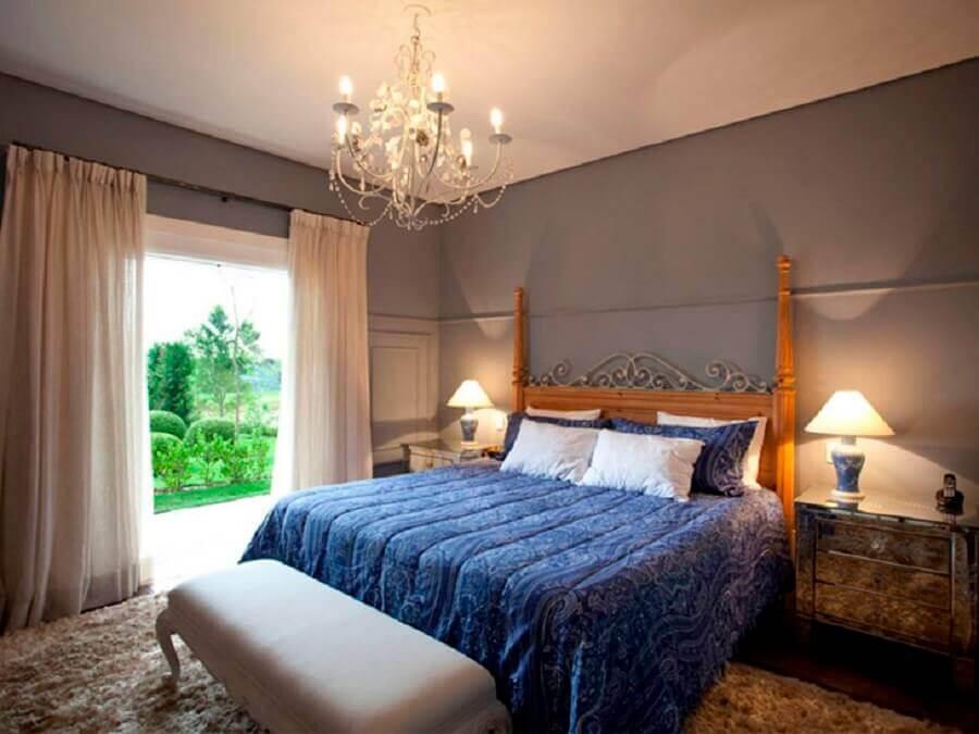 decoração clássica com lustre para quarto de casal Foto Maurício Karam