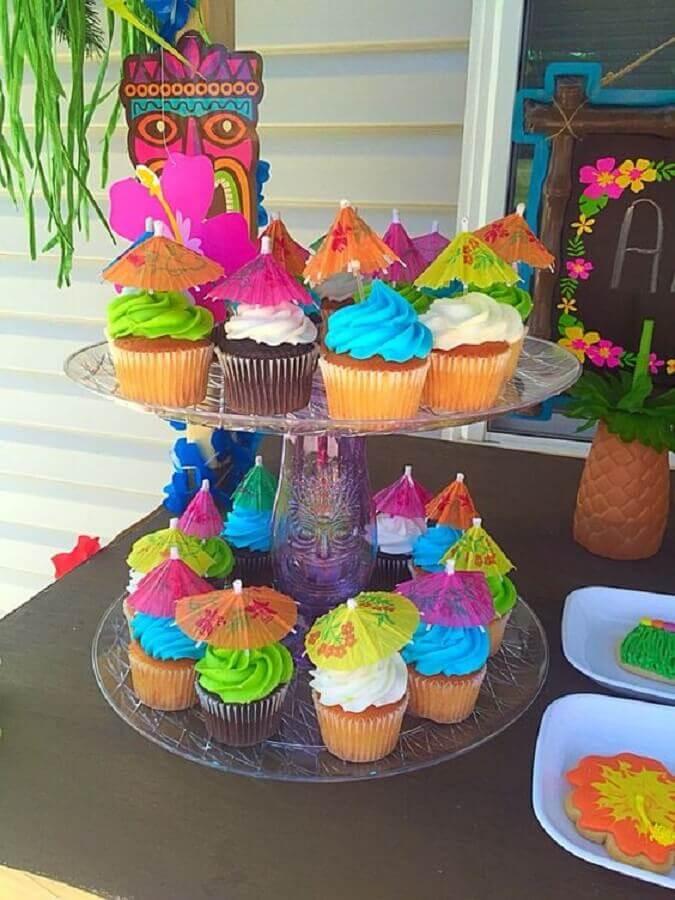 decoração colorida para cupcakes de festa na piscina Foto Smart Reviews