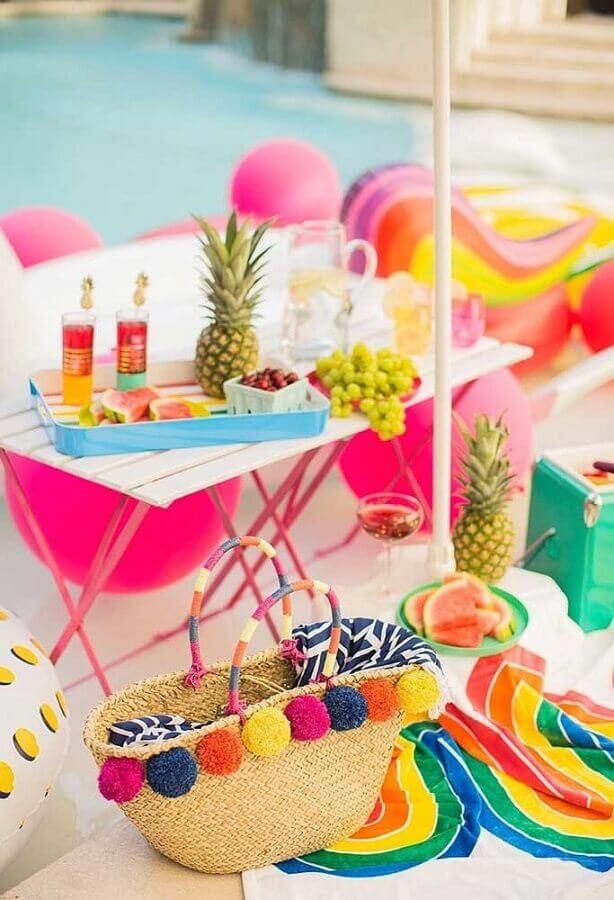 decoração colorida para festa na piscina Foto Pinterest