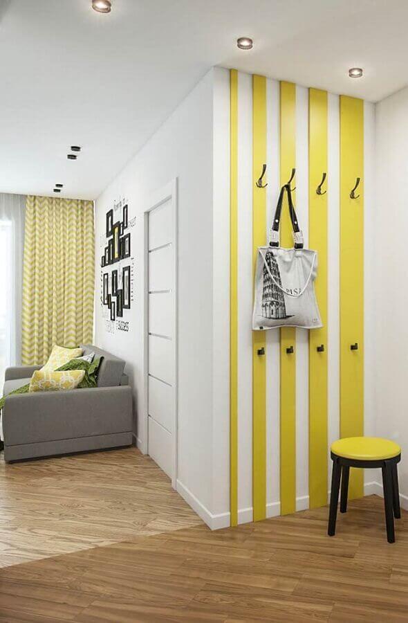 decoração com cabideiro de parede Foto Pinosy