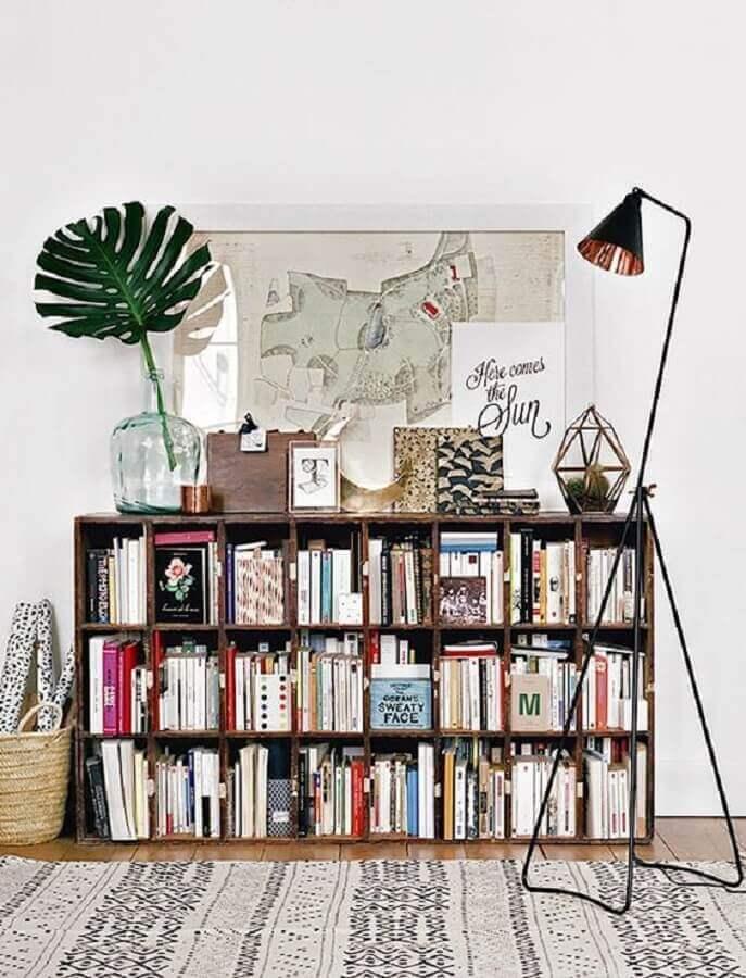 decoração com estante pequena para livros Foto HomeIT