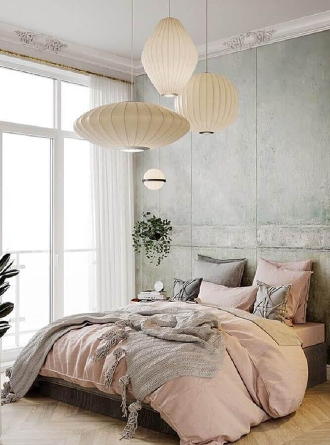 decoração com lustre de teto moderno para quarto de casal Foto Behance