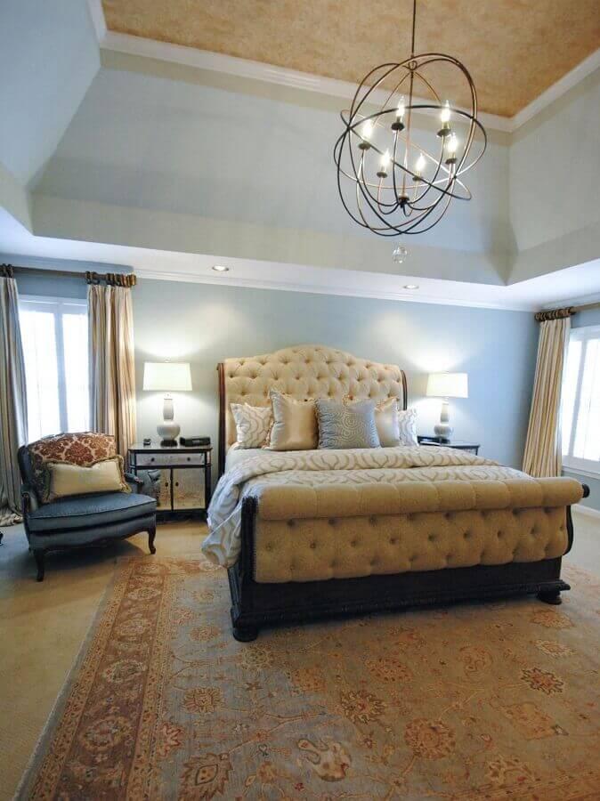 decoração com lustre moderno para quarto de casal clássico Foto HGTV