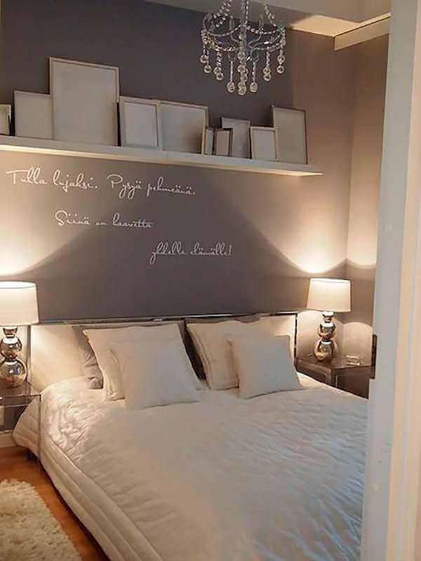 decoração com lustre para quarto de casal simples com detalhes em cristais Foto Casa Decorar