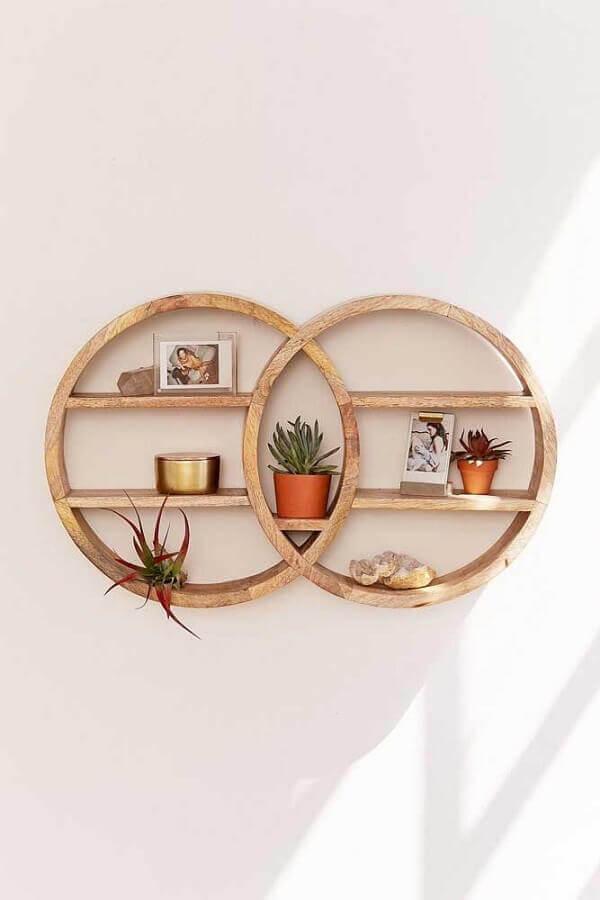 decoração com nichos redondos de madeira Outfitters