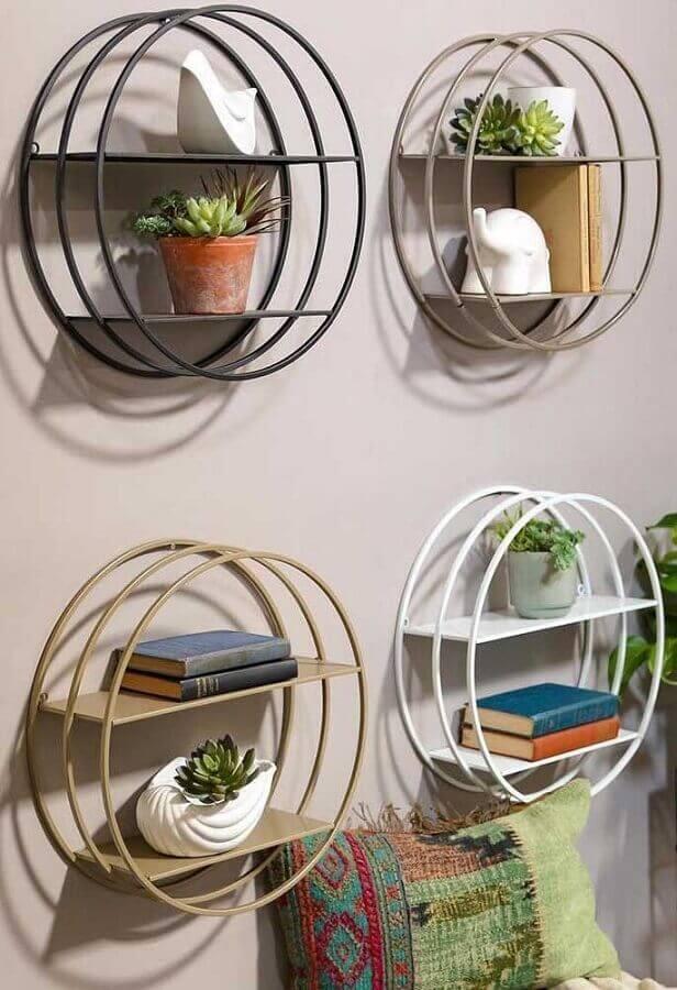 decoração com nichos redondos de metal Foto Pinterest
