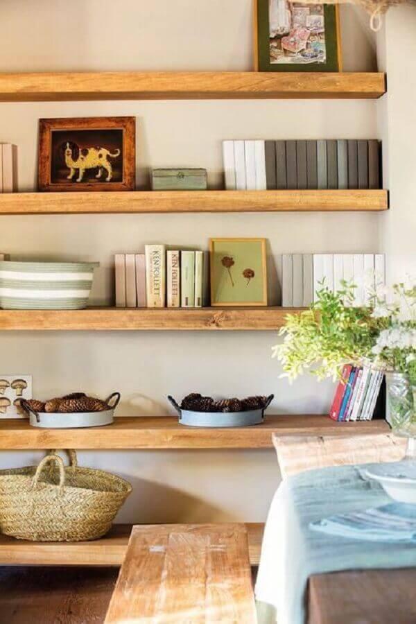 decoração com prateleira de madeira Foto Appartamenti Affitto Madesimo
