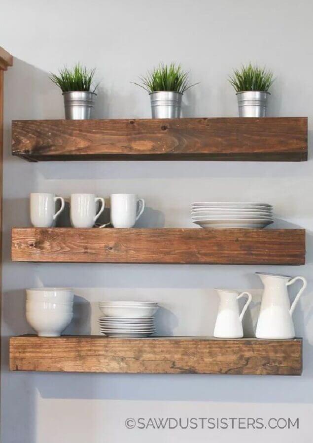 decoração com prateleiras de madeira Foto Saw Dust Sisters