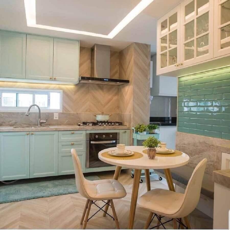 decoração de cozinha com móveis planejados com design clássico Foto RM Arquitetura