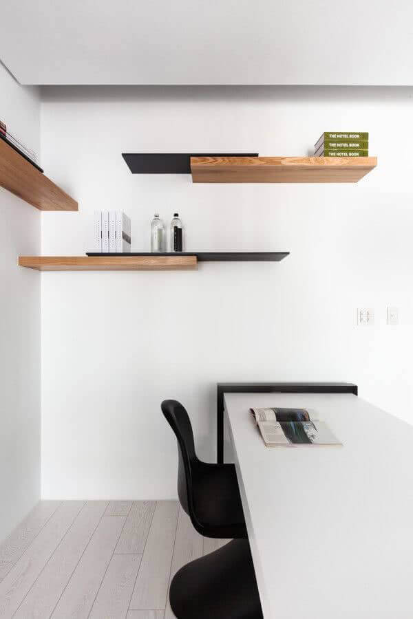 decoração de escritório com prateleira de madeira Foto Pinterest