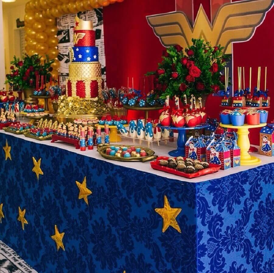 children's party decoration with woman wonder theme Photo Carol Freitas