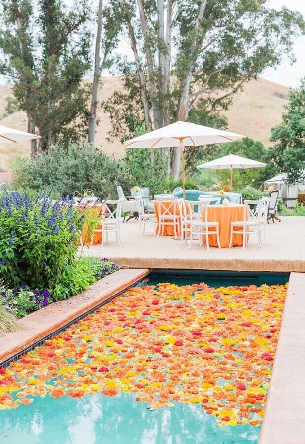 decoração de festa na piscina com flores na água Foto Ideias Decor