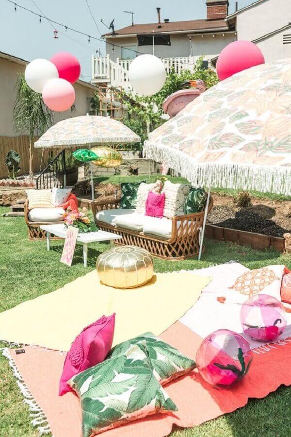 decoração de jardim de festa na piscina Foto HappyShappy