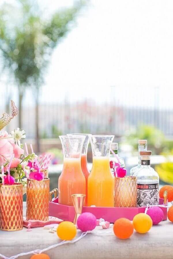 decoração de mesa de bebidas para festa na piscina Foto Vintage Industrial Style