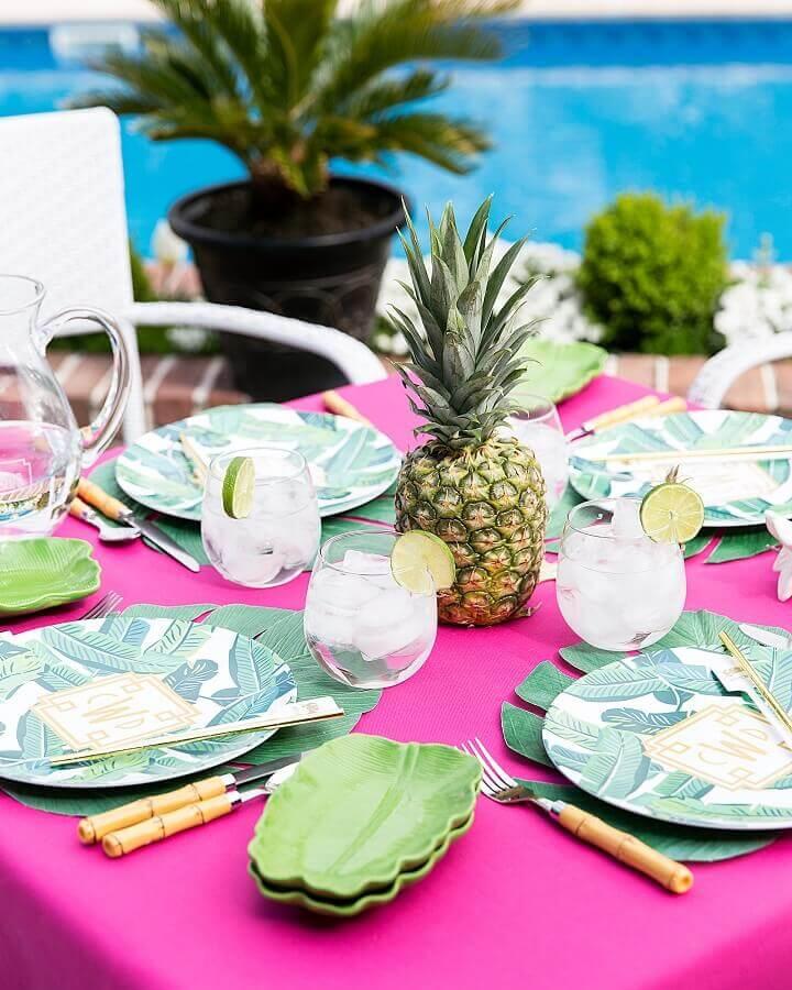 decoração de mesa para festa na piscina Foto Pizzazzerie