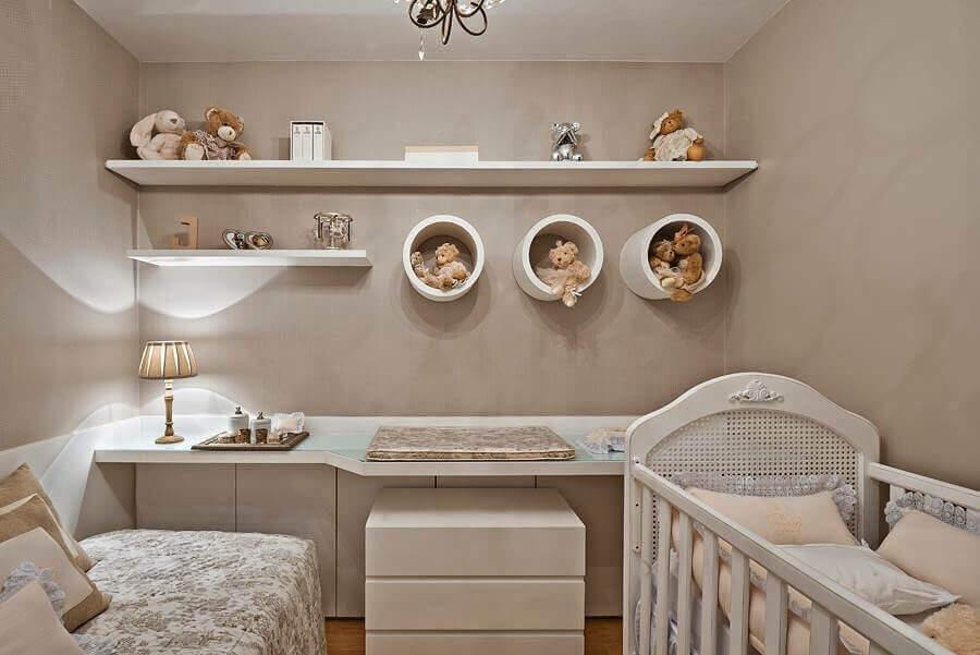 decoração em tons de bege com nicho redondo branco para quarto de bebê Foto Magnani Móveis Planejados