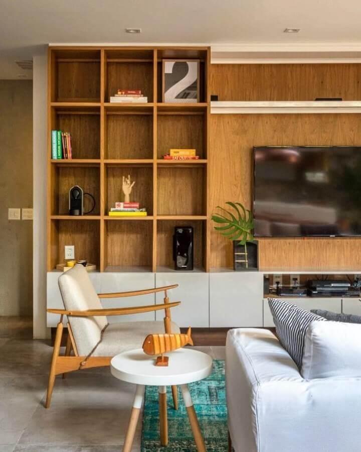 decoração em tons neutros para sala com móveis planejados Foto PKB Arquitetura