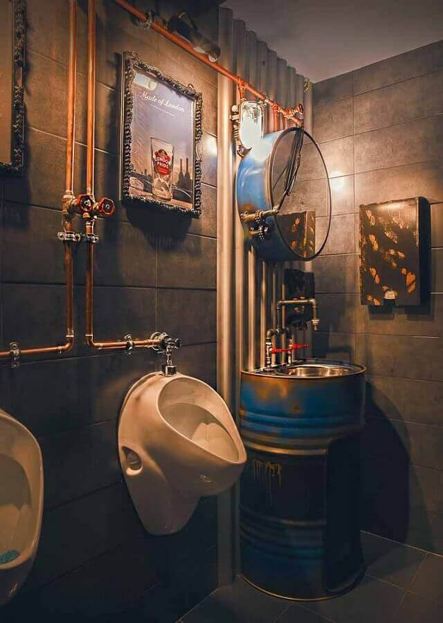 decoração estilo industrial para banheiro com tonel tambor decorativo Foto Pinterest