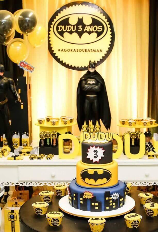 decoração festa do batman com boneco e bolo personalizado Foto Agora sou mãe