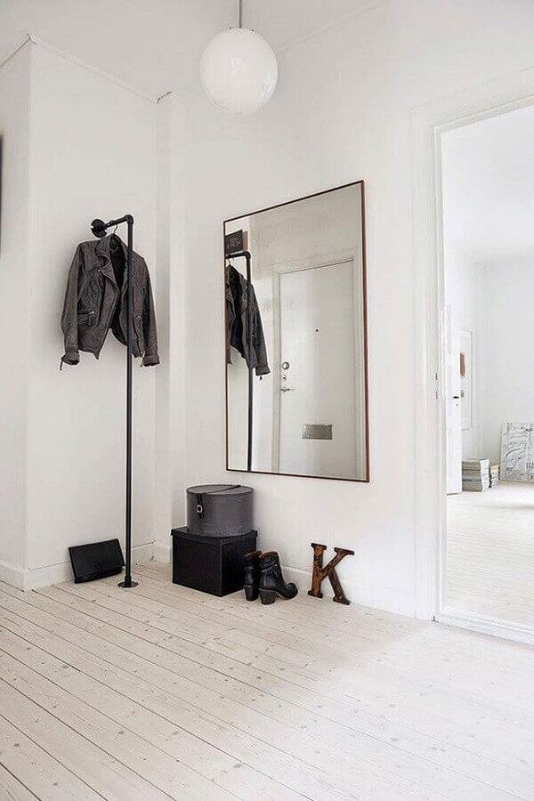 decoração minimalista com cabideiro arara Foto Bloglovin