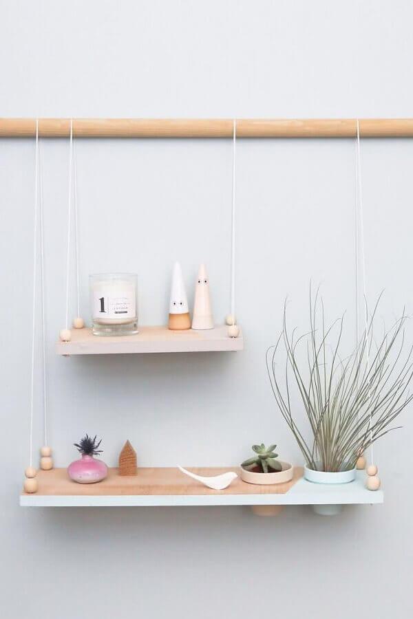 decoração minimalista com prateleira de madeira Foto Design D'intérieur