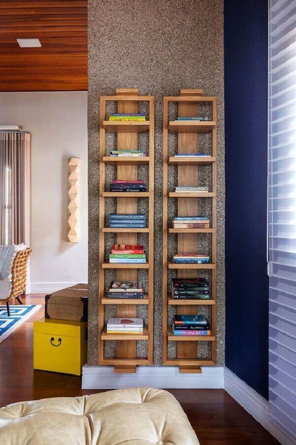 decoração moderna com estantes para livros de parede Foto Casa de Valentina