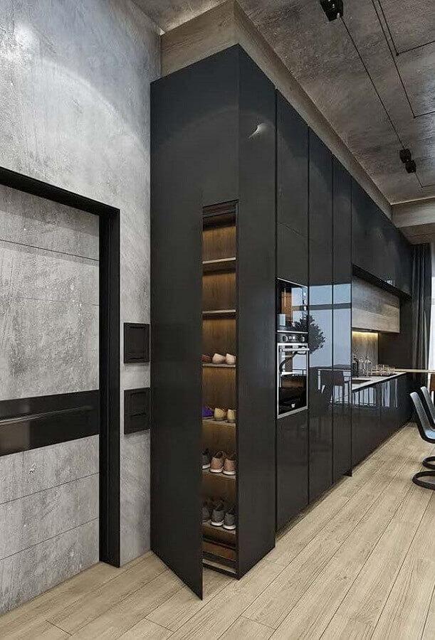 decoração moderna com móveis planejados com acabamento preto brilhoso Foto Pinterest