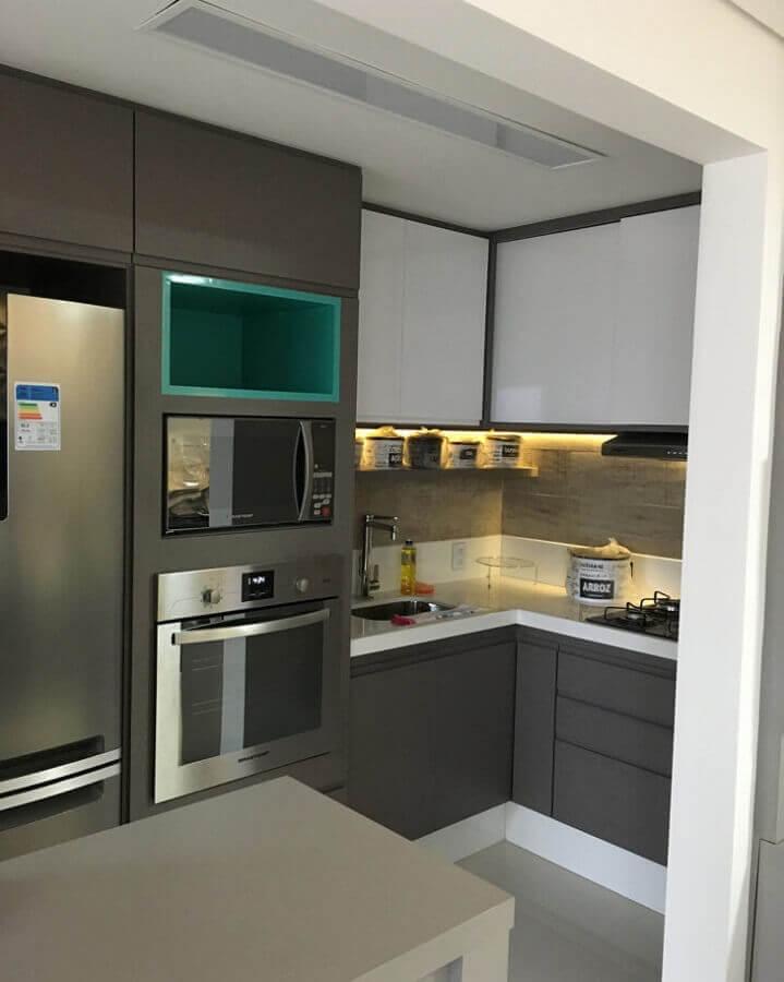 decoração para cozinha pequena toda cinza com móveis planejados Foto Marcenaria Toque Final