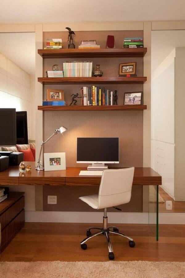 decoração para home office com prateleira de madeira Foto Studio Novak