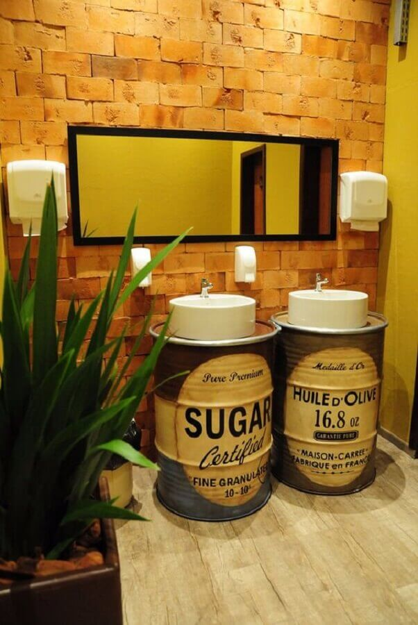decoração rústica com tonel decorativo para banheiro Foto My Easy Decor