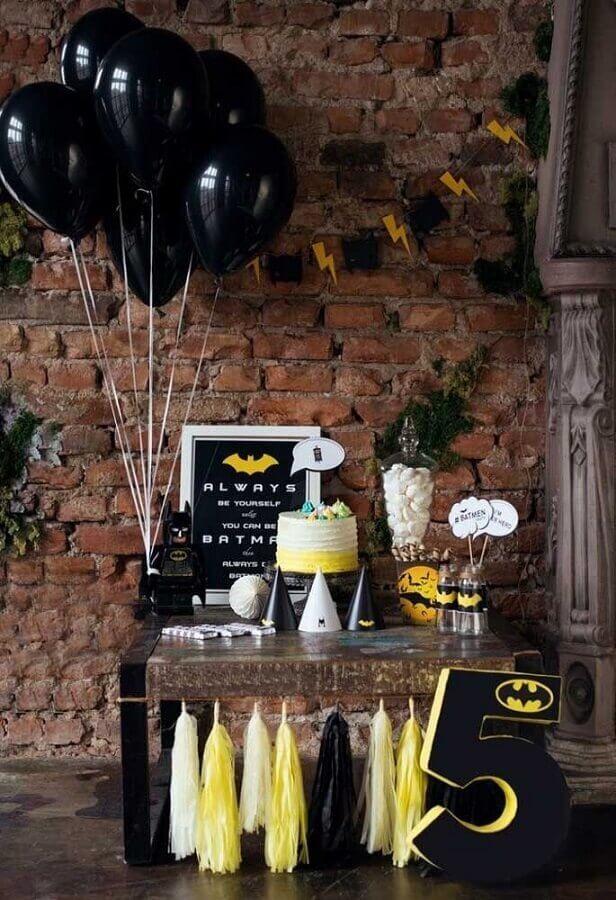 decoração rústica para festa de aniversário do batman Foto Pinosy