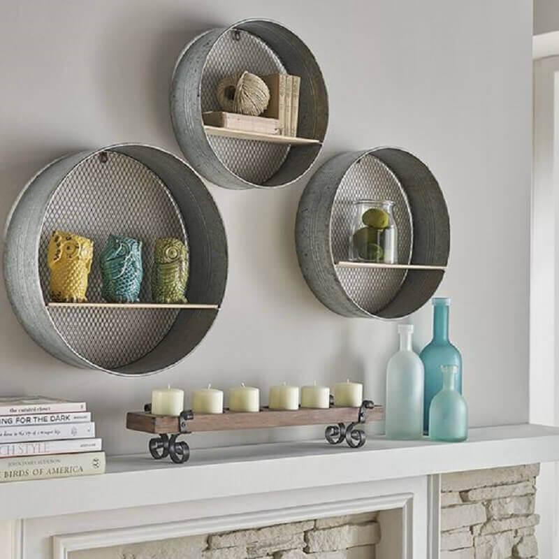 decoração simples com nichos redondos de metal Foto Lewtonsite