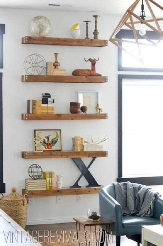 decoração simples com prateleira de madeira Foto Vintage Revivals