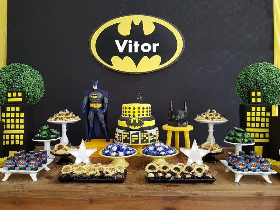 decoração simples e rústica para festa de aniversário do batman Foto Lima Limão Festas