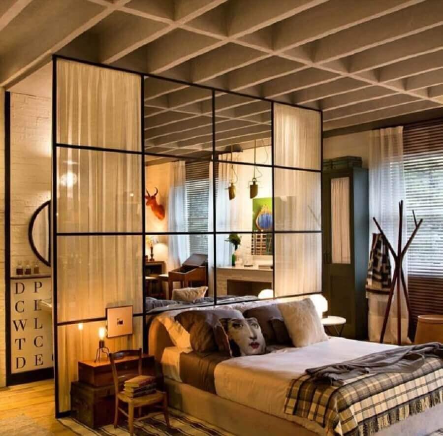 decoração sofisticada para quarto com cabideiro de madeira Foto Paola Ribeiro