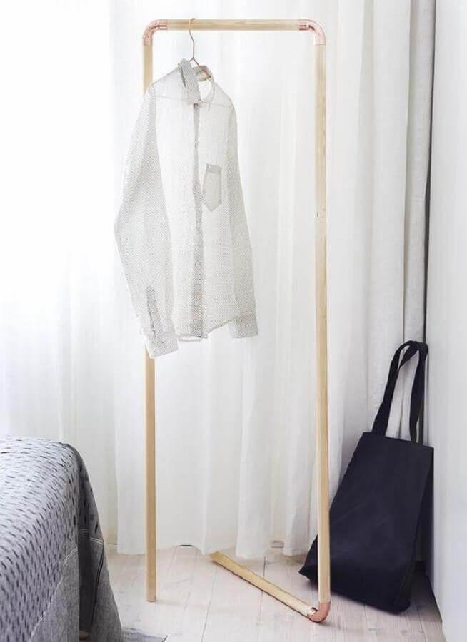 design minimalista de cabideiro arara Foto Côté Maison