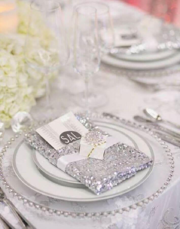 detalhes para decoração de mesa em bodas de diamante Foto Casa e Festa
